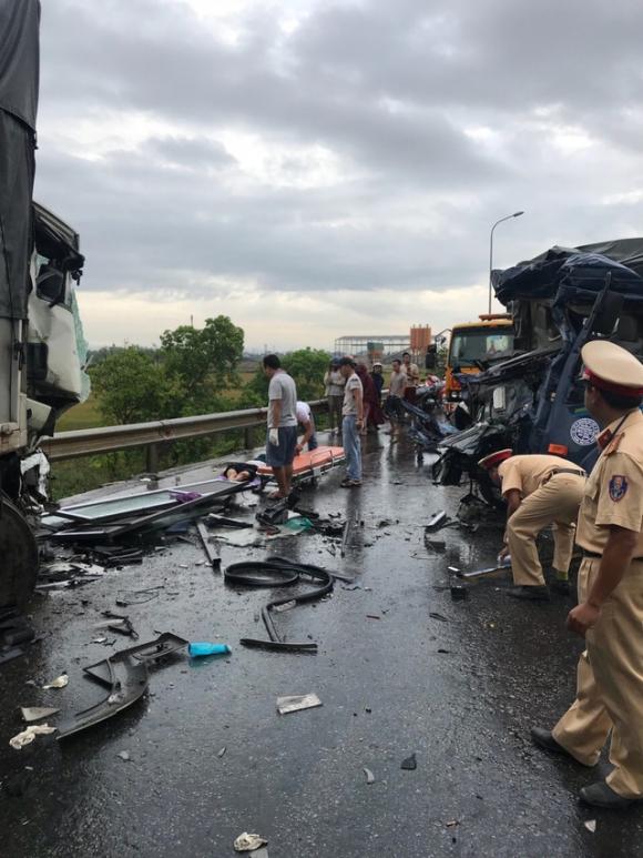 Ám ảnh: Chiếc xe bị vò nát sau vụ tai nạn 3 người thương vong - 2