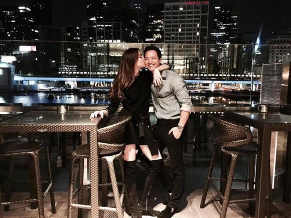 Hồ Ngọc Hà công khai thân mật với Kim Lý trong ngày sinh anh vào tháng 10 năm ngoái.