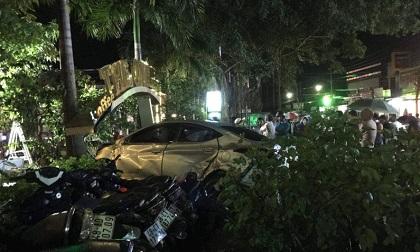 Ôtô 'điên' tông liên hoàn trong đêm, 2 nữ sinh tử vong thương tâm