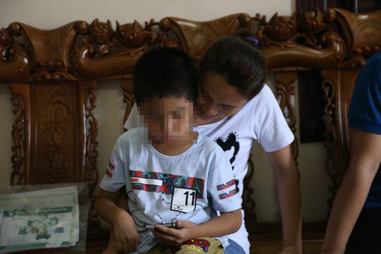 Hoang mang chuyện bệnh viện giao nhầm con: Sinh bé gái, nhận bé trai - 1