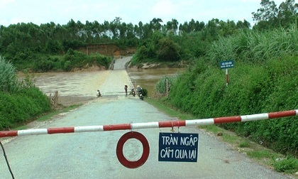 Nhiều cầu tạm bị cuốn trôi, một số nơi cô lập trước bão số 3