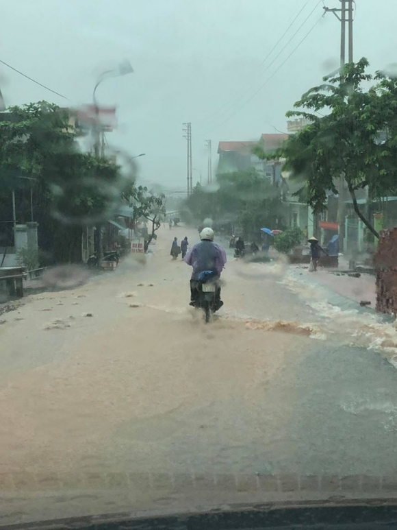 Mưa dồn dập vì bão số 3, lũ dâng cao khắp nơi ở Quảng Ninh - 2