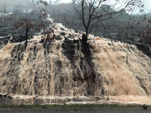 Mưa dồn dập vì bão số 3, lũ dâng cao khắp nơi ở Quảng Ninh - 1