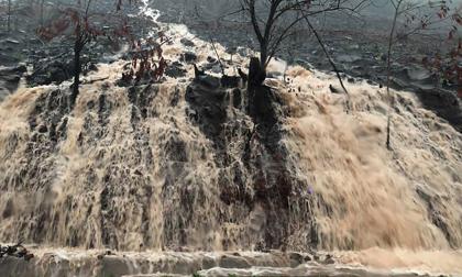 Mưa dồn dập vì bão số 3, lũ dâng cao khắp nơi ở Quảng Ninh