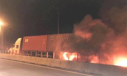 Tông xe kinh hoàng trên cao tốc Long Thành, 2 người tử vong