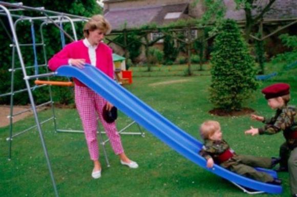 Hàng thập kỷ đã qua,cách dạy con của Công nương Diana vẫn được thế giới học tập - 6