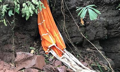 Cận cảnh hiện trường vụ máy bay quân sự rơi tại Nghệ An