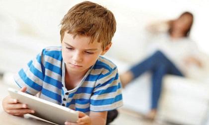 Cảnh báo: Hàng loạt trẻ em nhập viện với triệu chứng co giật, méo miệng do chơi điện thoại