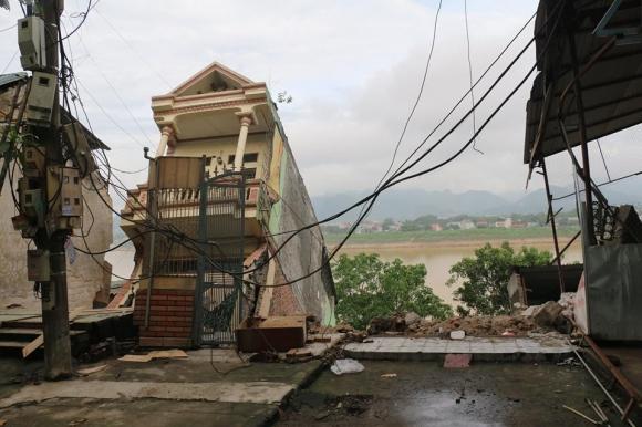 """Tìm ra nguyên nhân khiến """"hà bá"""" sông Đà nuốt chửng hàng chục ngôi nhà ở Hòa Bình - 1"""