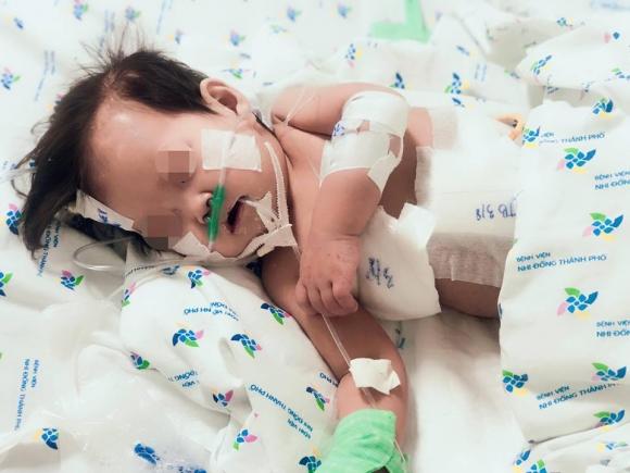 Sốc: Bé gái 10 tháng tuổi thủng thực quản, phổi kháng tất cả kháng sinh - 1