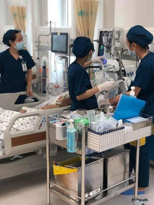 Sốc: Bé gái 10 tháng tuổi thủng thực quản, phổi kháng tất cả kháng sinh - 3