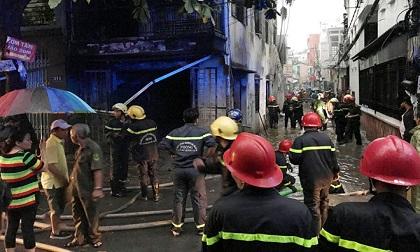 Cháy 2 cơ sở sản xuất tại Sài Gòn chiều cuối tuần