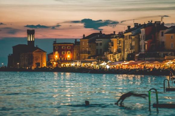 Du lịch Châu Âu chỉ tốn chưa tới 10 triệu, tội gì không thử? - 9