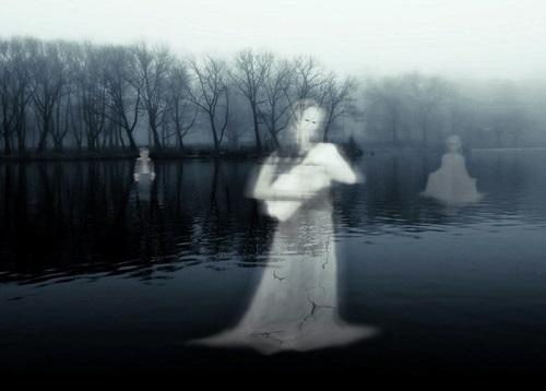 Vào tháng cô hồn, Qủy Môn Quan sẽ mở ra cho các linh hồn được lên trần thế