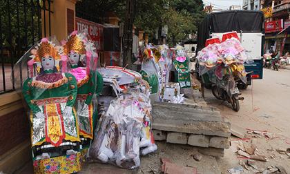 """Cận tháng cô hồn, người người đổ về Bắc Ninh mua """"nhà lầu, xe hơi, đồ trang sức"""""""