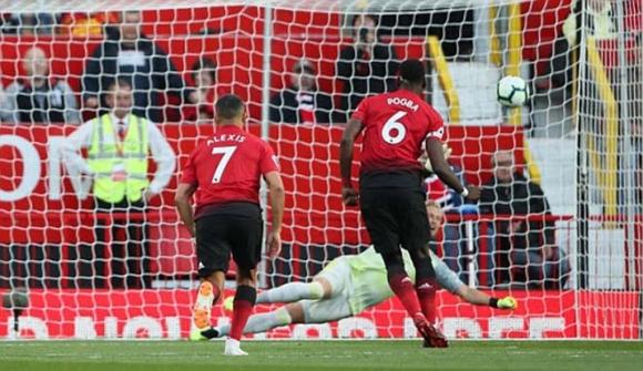 MU - Leicester: Sai lầm penalty, đoạn kết quá thót tim - 1