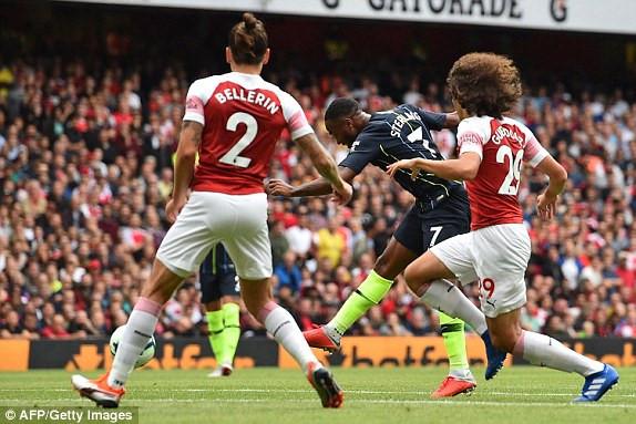 Arsenal 0-2 Man City: Dang cap nha vo dich hinh anh 1
