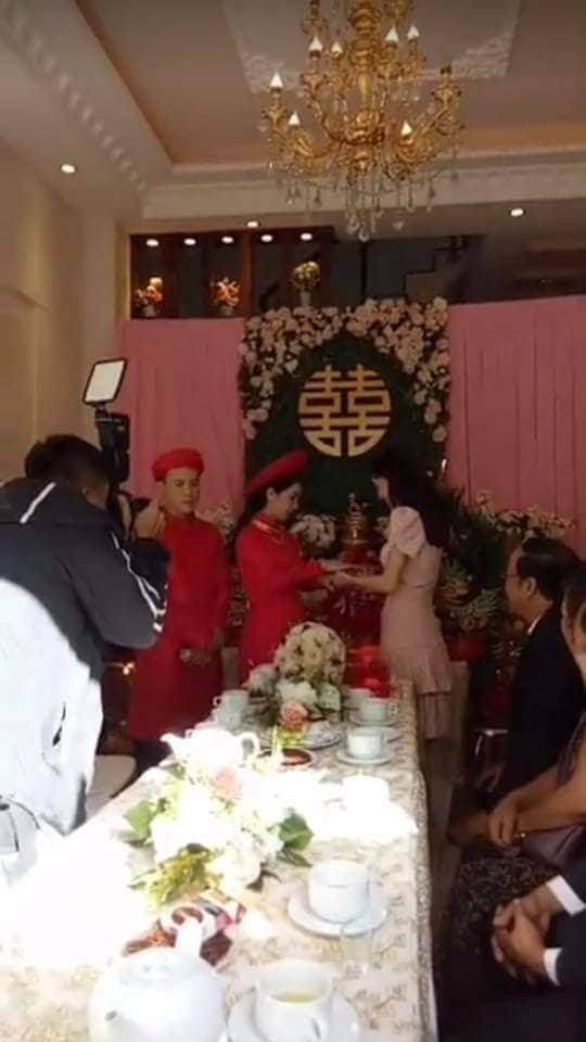 Clip Nhã Phương lộ vòng 2 to bất thường trong đám cưới em gái được chia sẻ rầm rộ - Ảnh 2.