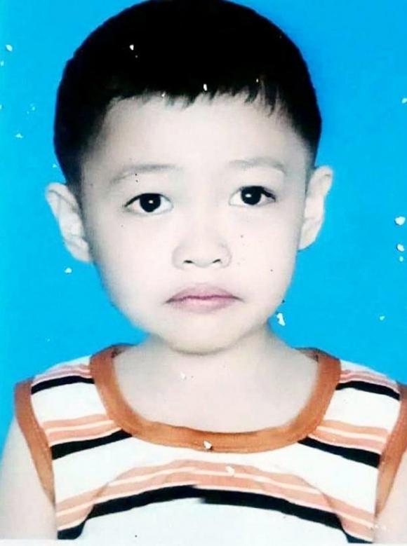 Bé Phạm Nguyên Hào mất tích từ ngày 1/8 đến nay. Ảnh: PLO.