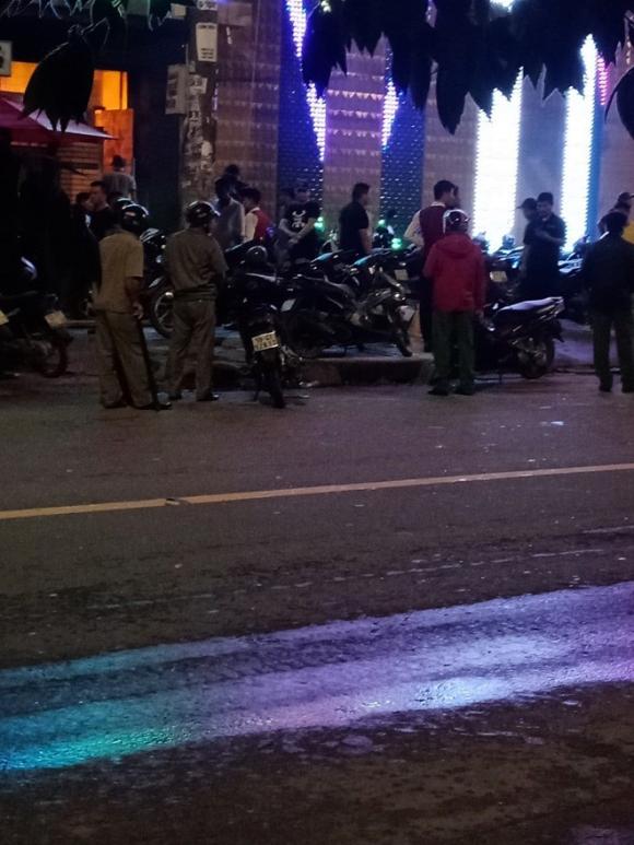 Hỗn chiến kinh hoàng trước quán bar ở Sài Gòn lúc rạng sáng - 1