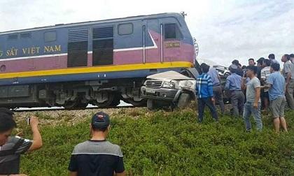 Vụ tai nạn tàu hỏa tông xe 7 chỗ 4 người thương vong: Rùng rợn lời kể từ nhân chứng