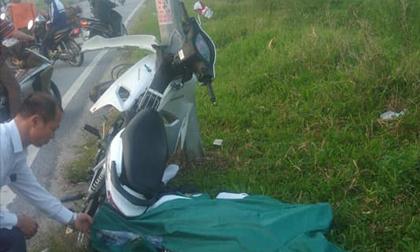HN: Nam thanh niên tử vong cạnh xe máy dính chặt vào cột điện