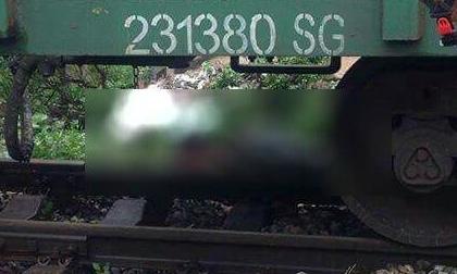 Hà Nội: Xe chết máy đúng lúc tàu đi tới, cô gái trẻ mới về làm dâu trong làng bị cán tử vong