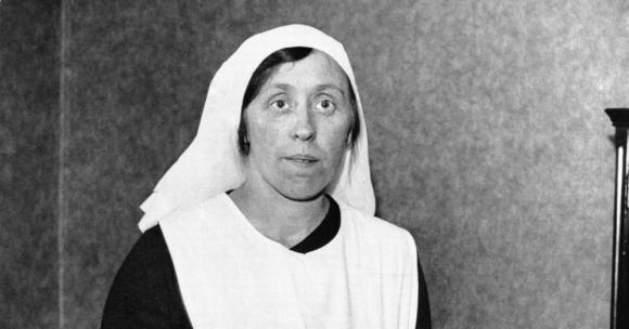 Dấu hiệu đáng ngờ trên lá thư vạch trần âm mưu xảo quyệt của nữ y tá sát nhân  - 1