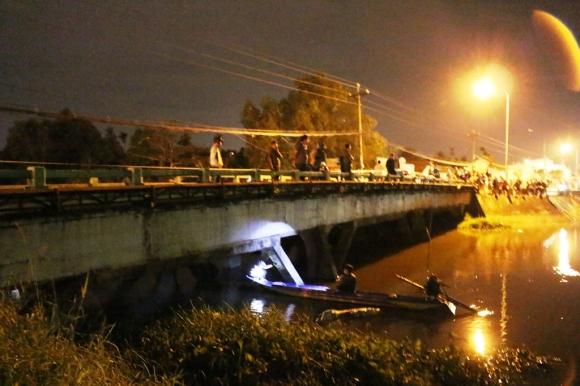 """""""Tàng hình"""" dưới sông nhiều giờ, đối tượng trộm xe vẫn không thoát"""