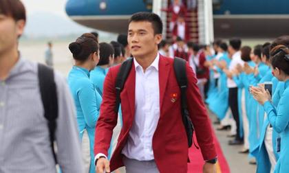 Những khoảnh khắc đẹp của cầu thủ U23 Việt Nam tại sân bay Nội Bài