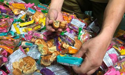 Tiếp tục tạm giữ hàng nghìn chiếc bánh Trung thu 'xách tay' không nguồn gốc ở Hà Nội