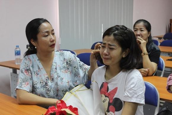 Mai Phương bật khóc vì xúc động trong ngày xuất viện, sau gần một tháng điều trị tích cực