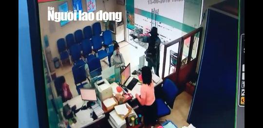 NÓNG: Đang truy bắt tên cướp ngân hàng ở Tiền Giang - 2
