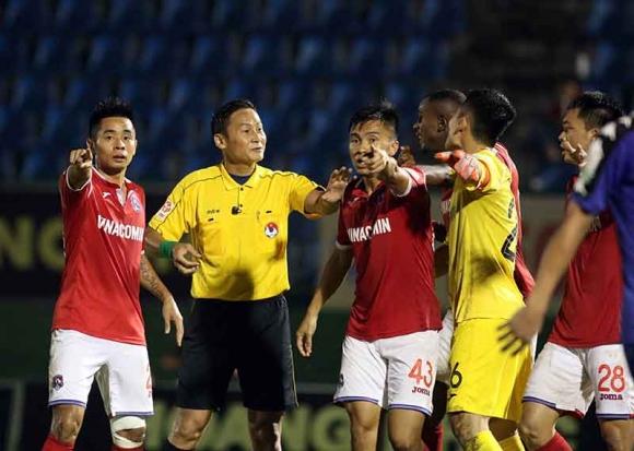 Trọng tài Trần Văn Lập bị treo còi vô thời hạn sau sự cố sân Gò Đậu