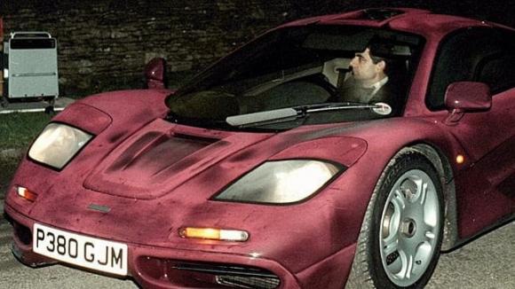 Cuộc sống siêu giàu của Mr Bean: Sở hữu gia sản nghìn tỷ, 63 tuổi vẫn nghiện đua xe - Ảnh 7.