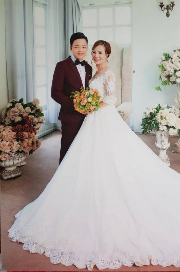 Xuất hiện người phụ nữ đến gây rối, chửi bới trong đám cưới của cô dâu 61 và chú rể 26 tuổi-1