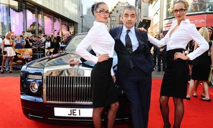 Cuộc sống siêu giàu của 'Mr Bean': Sở hữu gia sản nghìn tỷ, 63 tuổi vẫn nghiện đua xe