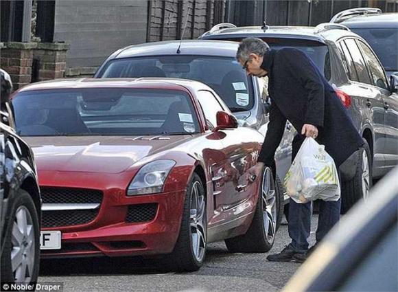 Cuộc sống siêu giàu của Mr Bean: Sở hữu gia sản nghìn tỷ, 63 tuổi vẫn nghiện đua xe - Ảnh 3.