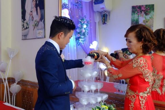Cô dâu 61 lấy chú rể 26 hot nhất MXH lên tiếng giải thích về người phụ nữ gây rối, chửi bậy trong đám cưới-1