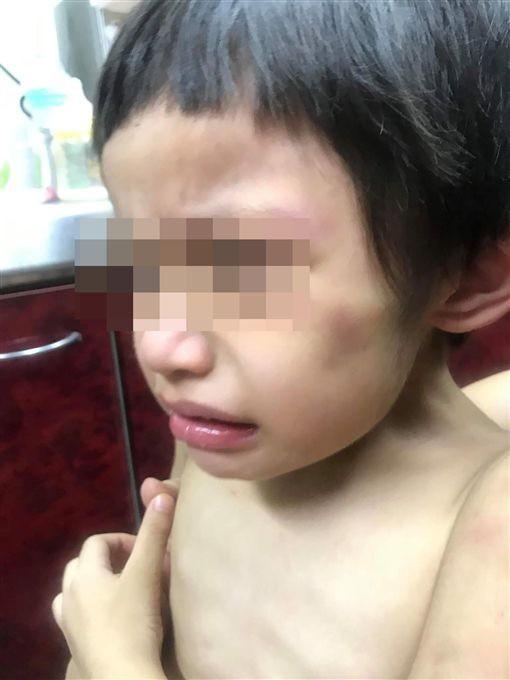 Đến nhà chồng cũ thăm con, người phụ nữ suýt ngất trước cảnh tượng khủng khiếp của con trai 3 tuổi ngay tại ban công trước cửa nhà 5