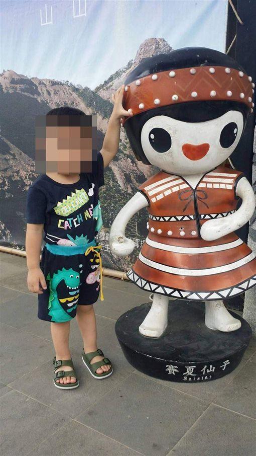 So sánh với hình ảnh trong quá khứ, cậu bé 3 tuổi giờ đây gầy trơ xương khiến ai nhìn cũng thấy xót xa.
