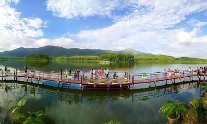 Hồ Yên Trung - điểm du lịch mới ngỡ trời Tây nơi đất mỏ Quảng Ninh