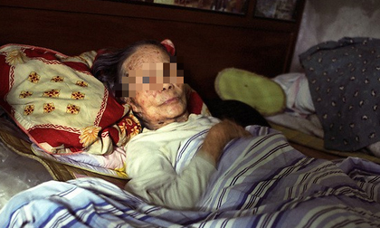 Mẹ già rên rỉ vì đau đớn, bất hiếu tử sắm đồ bịt tai cho cả nhà để tránh ồn, bỏ mặc bà đến chết gây phẫn nộ