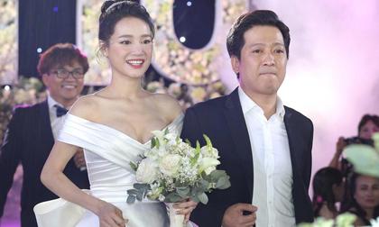 Nhìn lại váy cưới Nhã Phương, fans giật mình vì chi tiết táo bạo chưa từng thấy của cô dâu