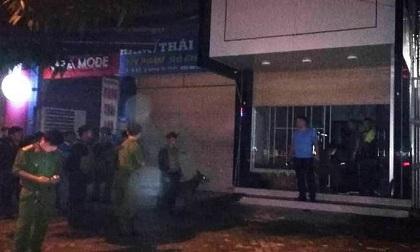 Nghệ An: Nghi phạm cố thủ trong nhà với súng và lựu đạn đã đầu hàng cảnh sát