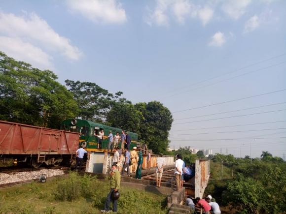 Tin nhanh - Lời kể kinh hoàng của người dân trong vụ tai nạn tàu hỏa khiến 5 người bị thương