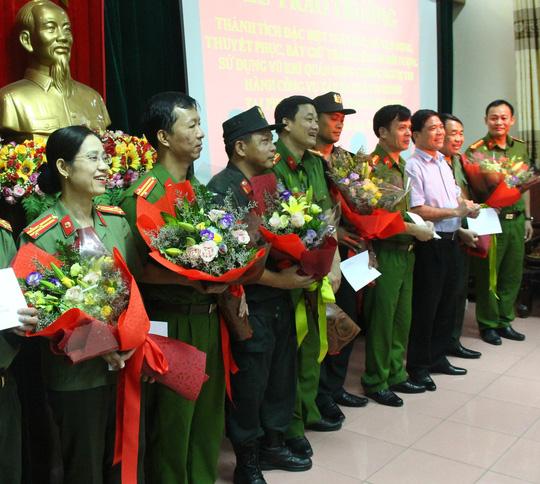 Kẻ ôm lựu đạn cố thủ suốt 13 giờ là ông trùm ma túy từ Lào về Việt Nam - Ảnh 2.