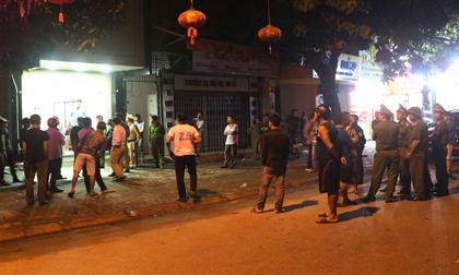 Vì sao 100 cảnh sát vây bắt kẻ ôm lựu đạn cố thủ 14 giờ trong nhà?