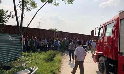 Ô tô bị tàu hỏa đâm trúng, 5 người bị thương