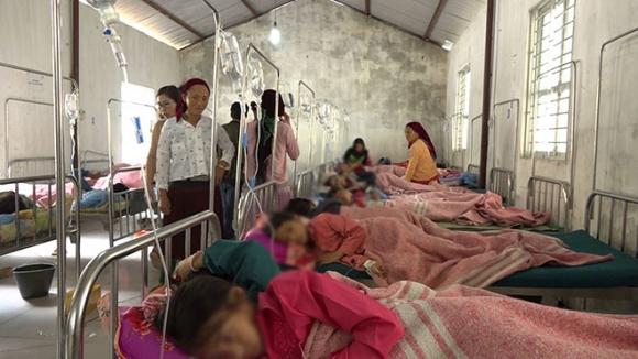 150 học sinh nghi bị ngộ độc thực phẩm - 1